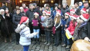 2012.12.15_Rathausplatz-Kinderchor-u.-Kavalabude-BILD0450-1024x768