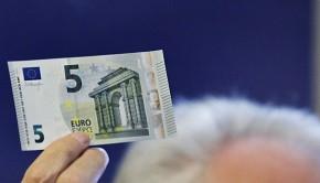πέντε ευρώ