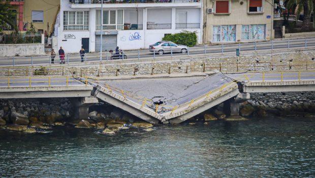 πεσμενη γεφυρα Καβάλα